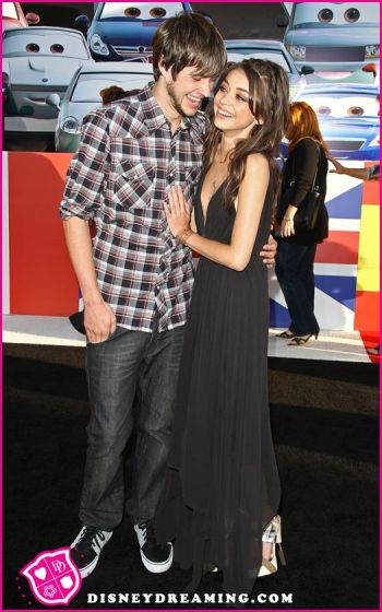 Sarah-Hyland-Matt-Prokop-Disney-Pixar-Cars-2-Movie-Premiere